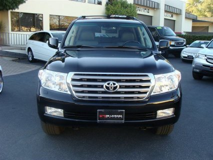 Selling My toyota land cruiser 2011 car